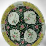 Grand plat en porcelaine