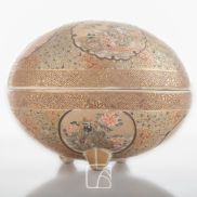 Boîte en céramique de Satsuma, Japon